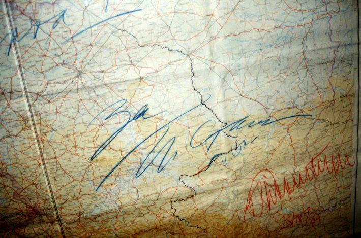 MRP kaart allkirjadega. Foto: Rahvusarhiiv