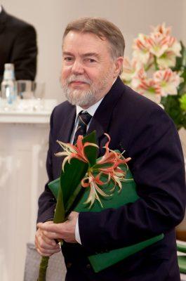 El 10 de noviembre de 2011, tuvo lugar la ceremonia anual de premiación del Consejo Cultural Mundial (WCC) en el salón de actos de la Universidad de Tartu, en la que se entregaron premios en ciencias y artes. En la foto, el profesor Jüri Talvet, merecedor de un diploma honorífico del Consejo Cultural Mundial.Foto: Andres Tennus, Universidad de Tartu