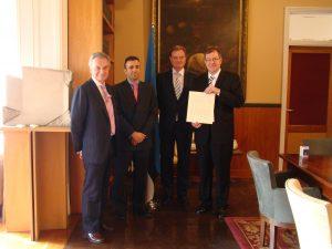 Foto aastast 2012, kui Barcelona aukonsuli poeg David Rovira sai auasekonsuliks.Vasakult: Josep Lluís Rovira, David Rovira, Toomas Kahur, William Mart Laanemäe. Foto: Eesti saatkond Madridis