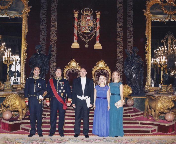 Rasmus Lumi volikirja üle andmas 10.10.2014 Hispaania kuningale. Foto: Eesti saatkond Madridis