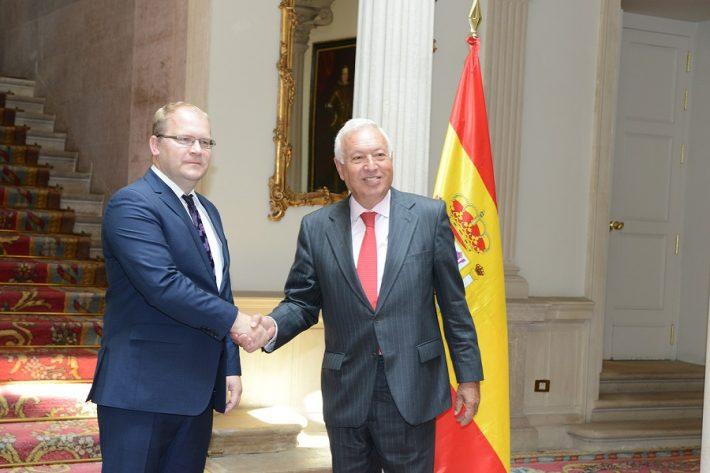 Paeti kohtumine Hispaania välisministri José Manuel García- Margalloga. Foto: välisministeeriumi arhiiv